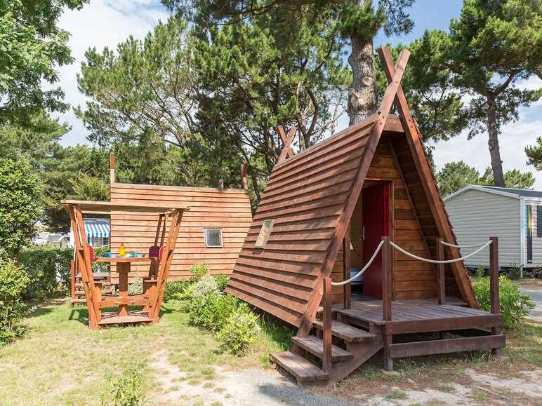 Stay in a tent-cottage hybrid in Brem-sur-Mer, Vendée department